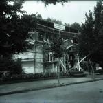 """""""Pavilionul Industriilor Finanțate. Banca de Credit Român și Banca Chrissoveloni"""". Vedere din timpul construcției."""