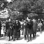 Regina Maria și principesa Ileana alături de Mihail Manoilescu, comisarul general al Expoziției-Târg