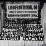 """Standul Fabricii de Rom-Licheuri și Cognac """"Carol Rottmann și Co."""" din Timișoara. Pavilionul Banat"""
