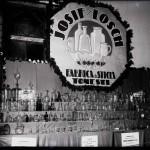 """Standul """"Josif / Losch, Fabrica de sticlă"""" din Tomești. Pavilion Banat (?)"""