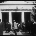 Regina Maria vizitând Pavilionul Băncii Sindicatului Agricol Ialomița