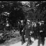 Regele Ferdinand și generalul Alexandru Averescu,președintele Consiliului de Miniștri, însoțiți de comisarul general al Expoziției-Târg, Mihail Manoilescu și de alți oficiali