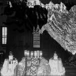 """Pavilion unde sunt expuse """"Ușile de intrare ale bisericii din Alba Iulia unde va fi încoronat M. S. Ferdinand I-iu Regele României"""". În prim plan – produse ale Societății Anonime Industria Zahărului și Făinei"""