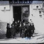 Generalul Alexandru Averescu, preşedintele Consiliului de Miniştri, ieșind dintr-un pavilion neidentificat