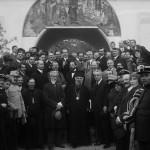 Mitropolitul Miron Cristea, Generalul Alexandru Averescu, preşedintele Consiliului de Miniştri, și Mihail Manoilescu, comisarul general al Expoziției-Târg, în fața Pavilionului Petrolul (?)