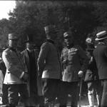 Generalul Paul Angelescu (?) cu alți oficiali neidentificați în Parcul Expozițional