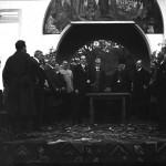 Mihail Manoilescu, comisarul general al Expoziției-Târg, ținând o cuvântare alături de Generalul Alexandru Averescu, preşedintele Consiliului de Miniştri, și Mitropolitul Miron Cristea în fața Pavilionului Petrolul (?)